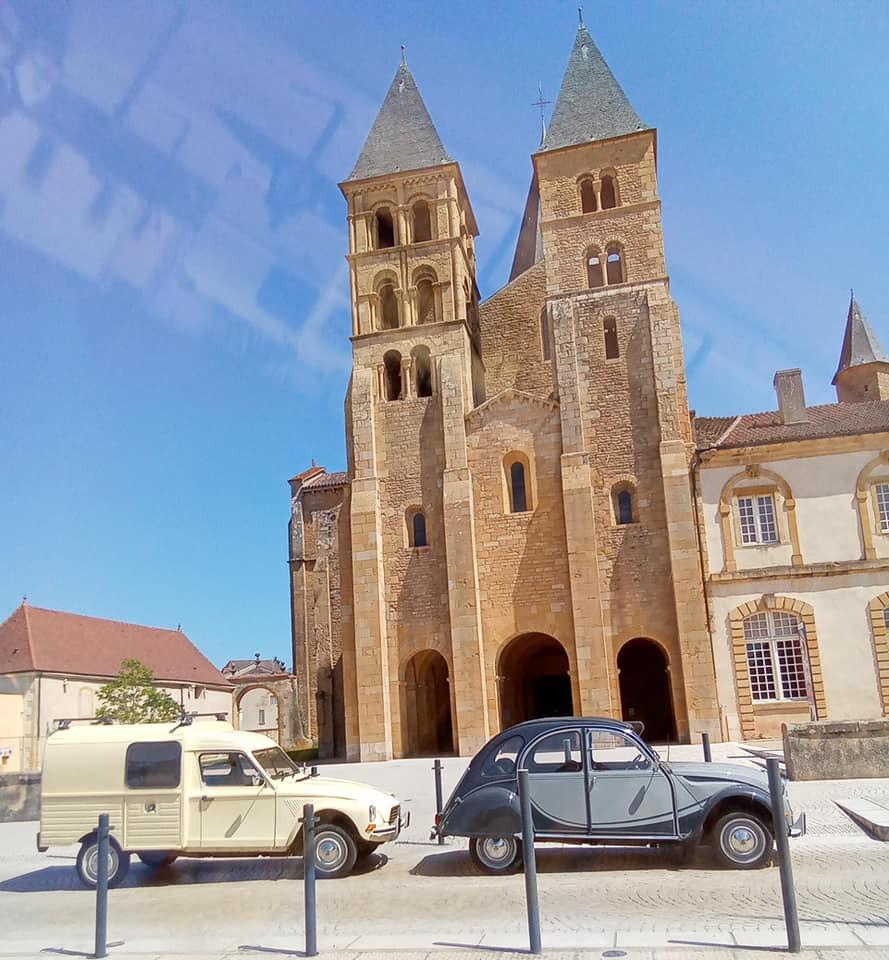 Deuch veau club charolais au pied de la basilique